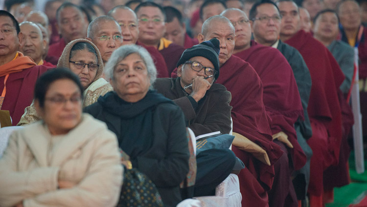 Das Publikum verfolgt die Präsentationen während der Eröffnungssitzung an der Konferenz über den Geist am Central Institute of Higher Tibetan Studies in Sarnath, Varanasi, Indien am 30. Dezember 2017. Foto: Lobsang Tsering