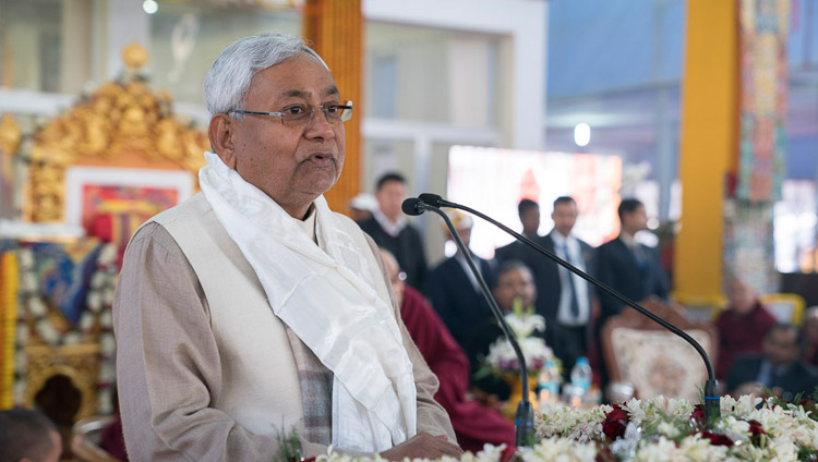 Bihars Ministerpräsident Nitish Kumar bei der Zeremonie zur Veröffentlichung von 'Science and Philosophy in the Indian Buddhist Classics, Vol. 1: The Physical World' in Bodhgaya, Bihar, Indien am 7. Januar 2018. Foto: Lobsang Tsering