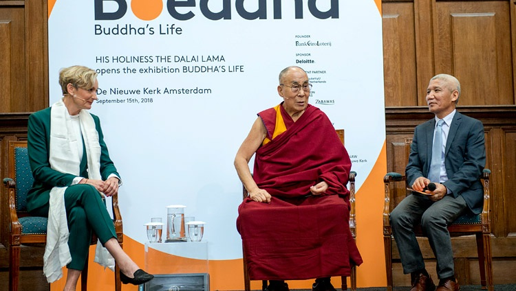 Seine Heiligkeit der Dalai Lama im Gespräch mit Vertretern der Presse in der Nieuwe Kerk in Amsterdam, Holland am 15. September 2018. Foto: Jurjen Donkers