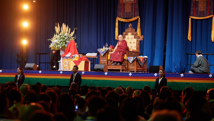 Seine Heiligkeit der Dalai Lama spricht vor mehr als 5'000 Tibeterinnen und Tibeter aus Holland und den umliegenden Ländern im Ahoy Convention Center in Rotterdam, Niederlande am 16. September 2018. Foto: Olivier Adam