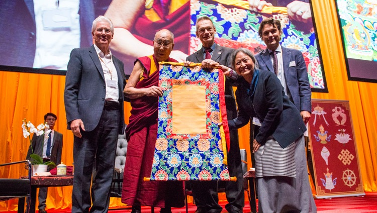 Seine Heiligkeit der Dalai Lama mit Vertretern der International Campaign for Tibet im Ahoy Convention Center in Rotterdam, Niederlande am 16. September 2018. Foto: Jurjen Donkers