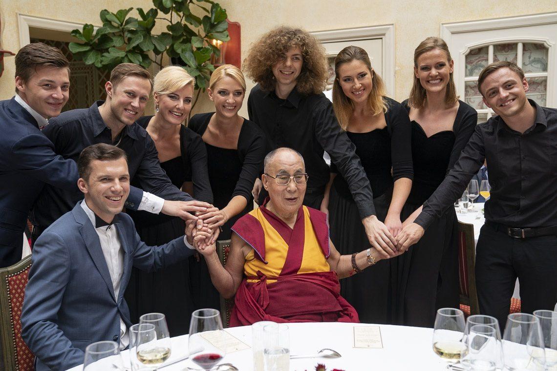 2018 09 14 Rotterdam G04 20180914 Dalai Lama Rotterdam Airport Photographer Jeppe Schilder 09